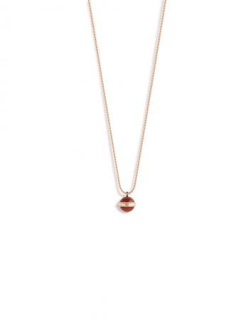 Possession18K 玫瑰金項鍊,鑲嵌單顆圓形美鑽(約重0.02克拉)及2顆紅玉髓圓珠(約重15.72克拉)G33PA500 台幣參考價格140,000元