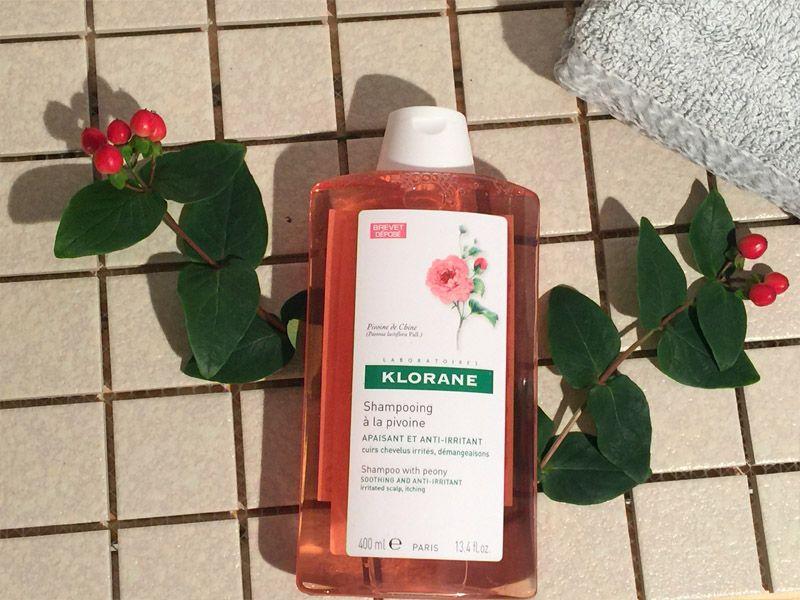 當頭皮公主病發作時,就靠散發清新花香的舒敏洗髮精來拯救。