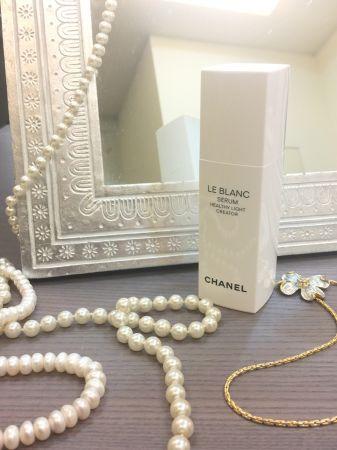CHANEL全新「珍珠光感淨白活膚精華」