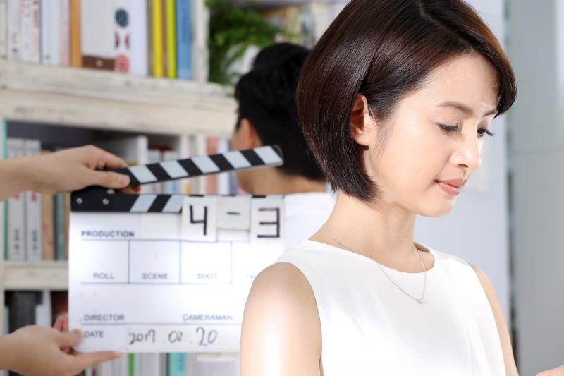 林依晨拍攝露得清細白系列產品廣告,在鏡頭前綻放自然透亮美肌