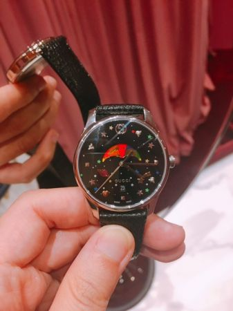 Gucci最喜歡G-Timeless系列月相錶,彩色的流星、星星、月亮、土星灑落在錶盤上,繽紛又可愛,太討人喜歡了。