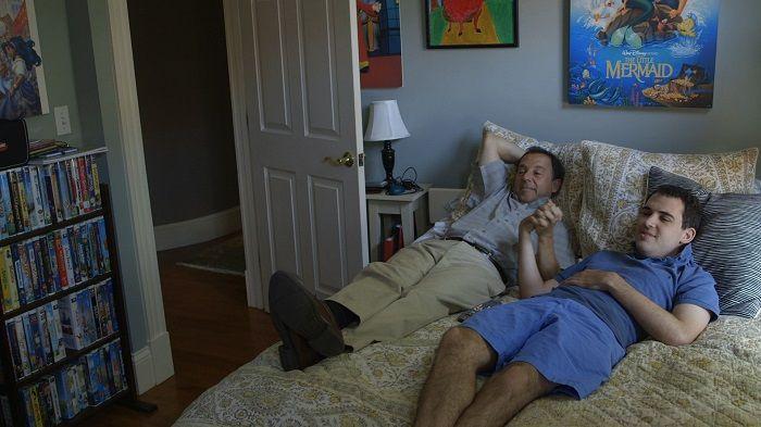 歐文的爸媽陪伴他看過一部又一部動畫片