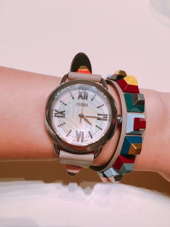 Fendi雙圈錶帶錶是今年的趨勢亮點之一,是手錶也是飾品,還可以自己替換不同造型,很值得投資!