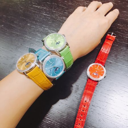 Zenith復古飛行錶是Zenith的重點之一,喜歡鑲鑽華麗造型的可以選擇彩色Elite系列女錶。看完手錶會場內還可以預約擦鞋、Barber服務,超酷的。