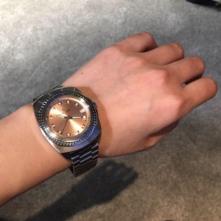Favre-Leuba有280年的製錶歷史,除了琢磨功能,復古edgy的外型讓人很難忽略它,像是金屬感刷色的面盤,或是闊大的錶殼,簡單配戴就很有型!
