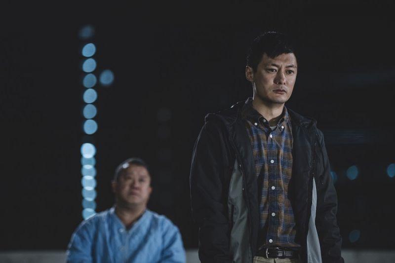 余文樂飾演的男主角阿東因為照顧久病的母親金燕玲,深受情緒虐待而爆發躁鬱症入院治療,一年之後出院,只能與關係疏離的父親曾志偉相依為命。