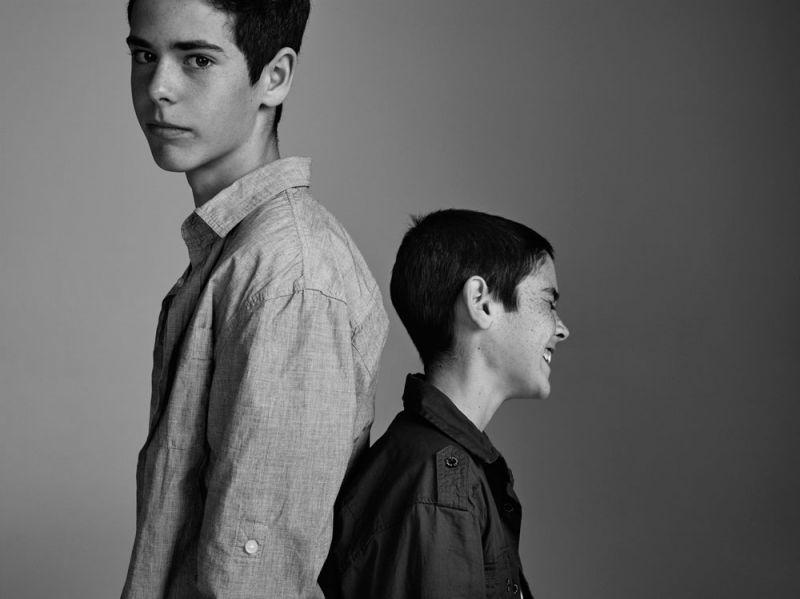Matt 16歲 & Dylan 13歲家庭成員:三個媽媽、一個爸爸、一個妹妹Matt:我的媽媽們原先想等到同志婚姻合法、在澳洲結婚,無奈法律不許可,於是她們就去了紐西蘭註冊。這當然不是最好的選擇,因為她們得要跑到國外去,而且身邊沒有親友陪伴。之後她們回到澳洲,補辦了一場感人婚宴。有人說,這部電影太過政治化、不應該在學校播映,然而它只不過呈現了像我們這樣擁有同志父母孩子的生活,一切都很正常呀。Dylan:我有兩個母親,一個爸爸,還有一個即將成為繼母的媽媽,一個哥哥、一個妹妹。我的母親們在紐西蘭結婚,然後回到澳洲舉辦婚宴。我哥跟我在婚禮上發表感言,還獻上開場舞。我想對跟我們一樣在同志家庭成長的小孩們說,請記得,你的家庭跟別人沒什麼不同,但你會得到加倍的愛。你會覺得很驕傲的!