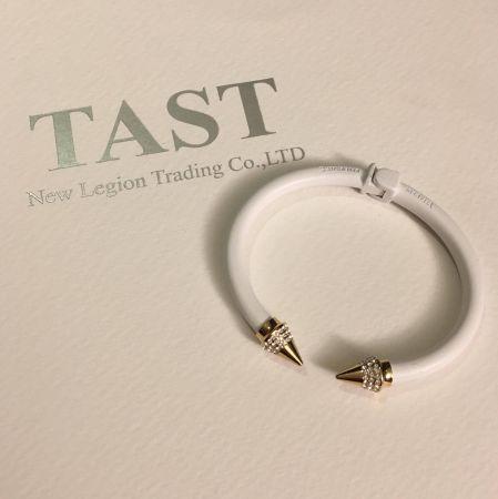 范范推薦單品1(TAST獨家款) Mini Titan純淨白三排鑽尖頭手環 NT$12,500