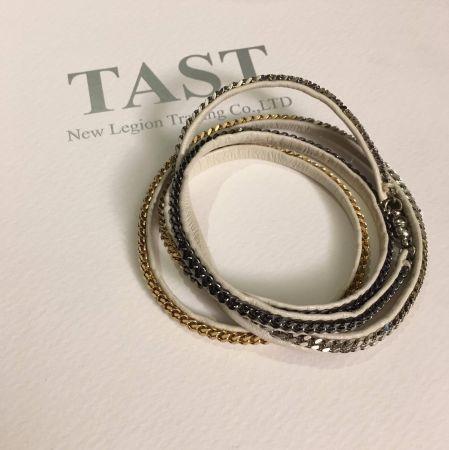 范范推薦單品2Capri奶油色三色鍊五圈皮手環 NT$8,000