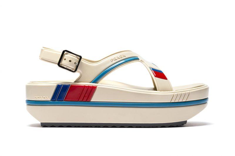 厚底橡膠涼鞋,Prada,NT26,000。