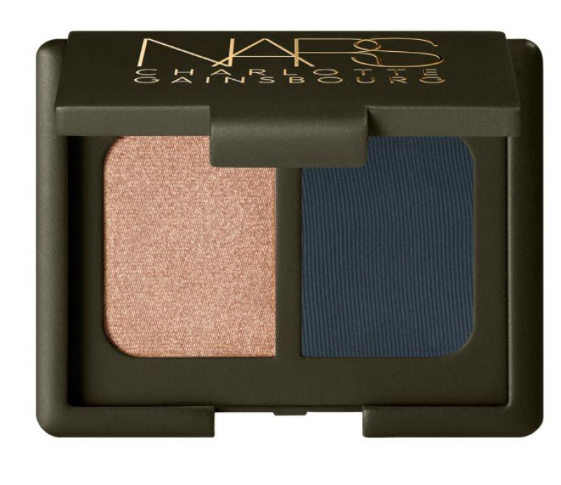 NARS x CHARLOTTE GAINSBOURG聯名絲絨雙色眼影,NT $ 1,220(#金黃香檳和深灰藍、#閃耀霜白和深林綠)