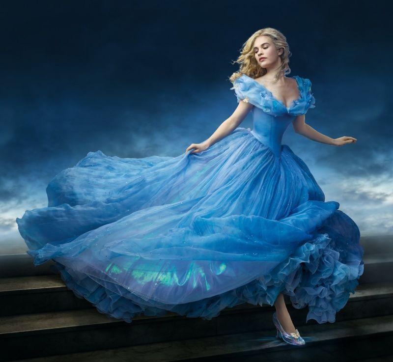 真人版《仙履奇緣》灰姑娘藍禮服造型