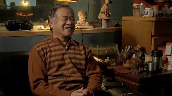 退休前,胡師傅說只想看見錄音室的燈再度亮起。2015年,他被中影資遣。