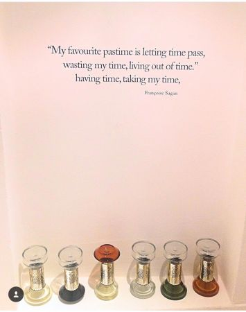 "法國女作家Francoise Sagan:""My favourite pastime is to let time pass, have time, take time, waste time and set my own pace""(意思指:我最喜愛的休閒方式就是任時光恣意流逝、消磨時光、隨性生活,無所顧忌。)"