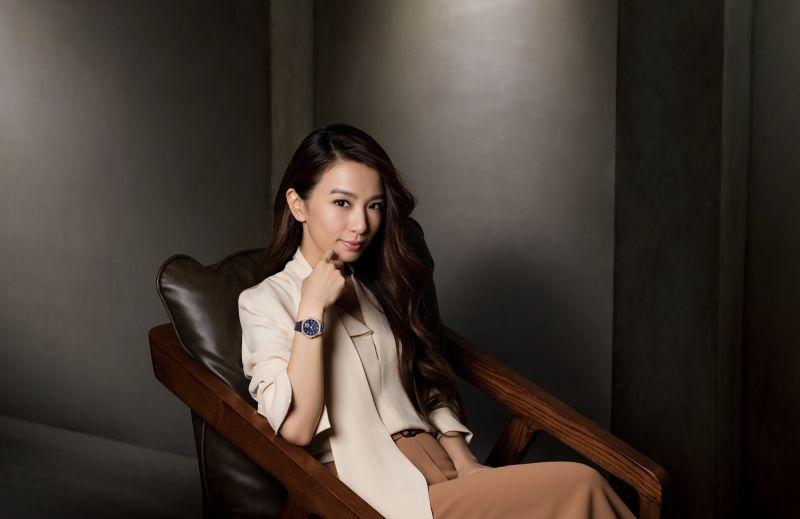 限量櫻花機械女錶PC1009-60L,NT18,000。Hebe配戴款,限量450只/亞洲限定,附小牛皮錶帶及櫻花限定錶盒