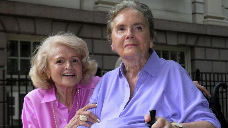 《伊蒂和席雅的漫長等待(Edie & Thea: A Very Long Engagement)》美國 2009