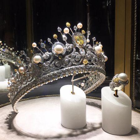 為此次活動所特別訂製的最新作品,黃鑽與珍珠為主要選材