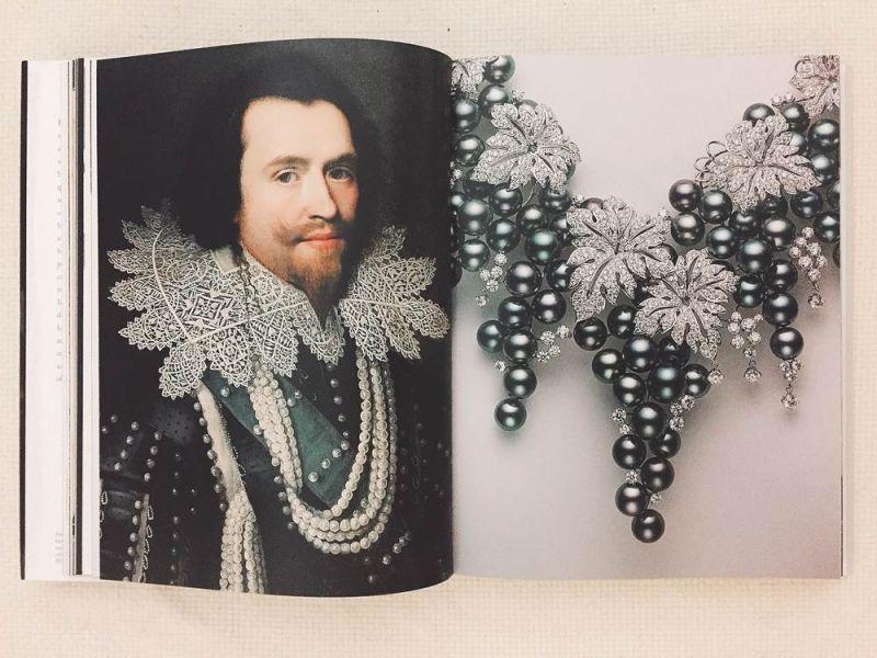 左:英皇詹姆士一世的男寵白金漢公爵一世George Villier穿著綴滿真珠的華服;右:同時來台展出的葡萄系列珍珠項鍊