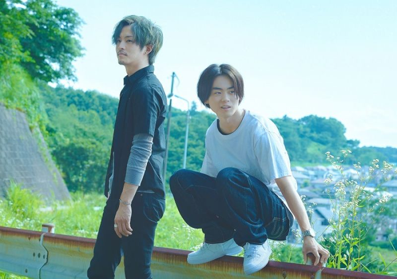 弟弟 HIDE 和製作人哥哥 JIN 是音樂上的夥伴
