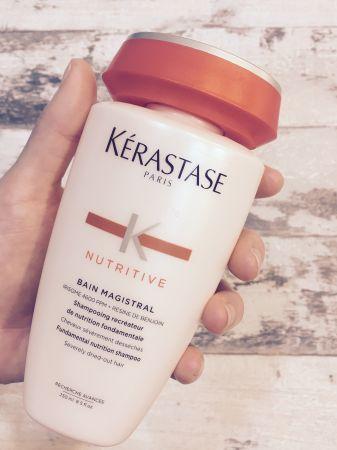 這罐Kérastase安息香髮浴雖然是給乾燥髮使用,但是完全不會有滋潤型洗髮精用完之後頭髮扁塌和厚重的問題,我的髮質是難搞的髮尾乾躁但頭皮卻偏油,用完之後髮尾不會打結頭皮還是乾爽舒適,而且安息香加上鳶尾花的味道很曖昧微妙,有種高級的洗髮精香味。推薦者:Marie Claire資深服裝編輯 Titi