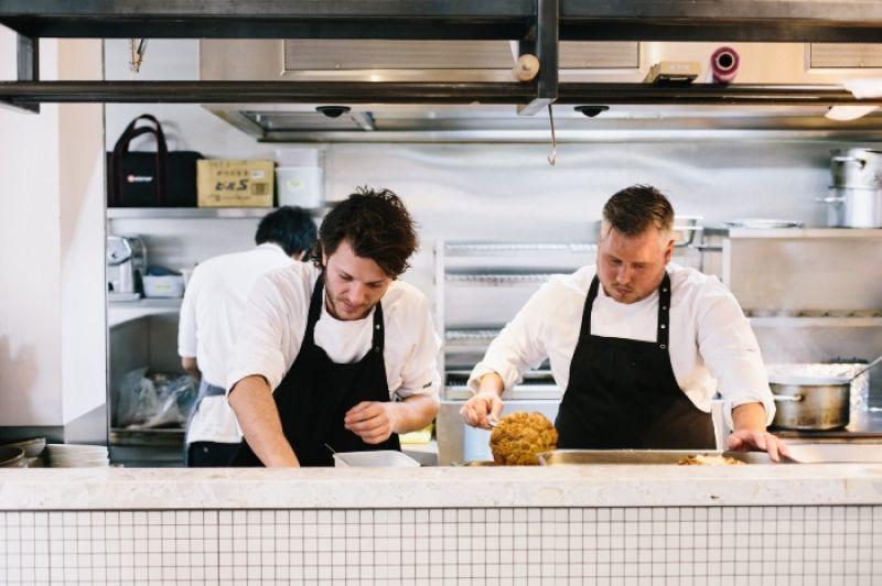 BREDA療癒系雙主廚 Guillaume及Freek,以他們的家鄉- 荷蘭南部的Breda是荷蘭的優質畜牧及種植區。Restaurant BREDA選用來自Breda的好食材設計荷蘭南部風味菜單,他們也採用了荷蘭著名的各種香草,以誇張獨特的氣味讓食客留下深刻的印象。「季節 」、「旅遊中的回憶」、「Breda物產」是他們創作靈感的來源。