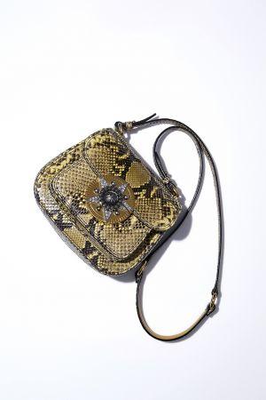 蟒蛇紋金屬裝飾 Dahlia 包款,Miu Miu,NT111,000。