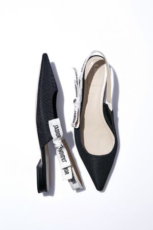 J'adior 緞帶尖頭平底鞋,Dior,NT28,000。