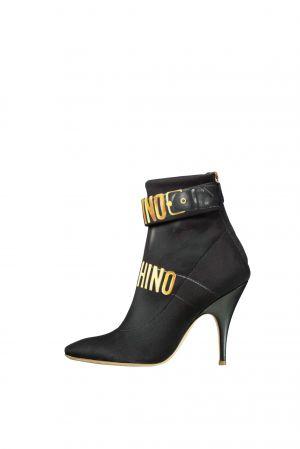Logo 踝靴,Moschino。