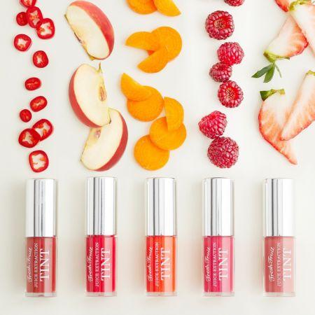 SKINFOOD 鮮果啾咪唇露,3.5g,NT$400(#1血腥瑪麗、#2蘋果、#3胡蘿蔔、#4紅莓、#5莓果)