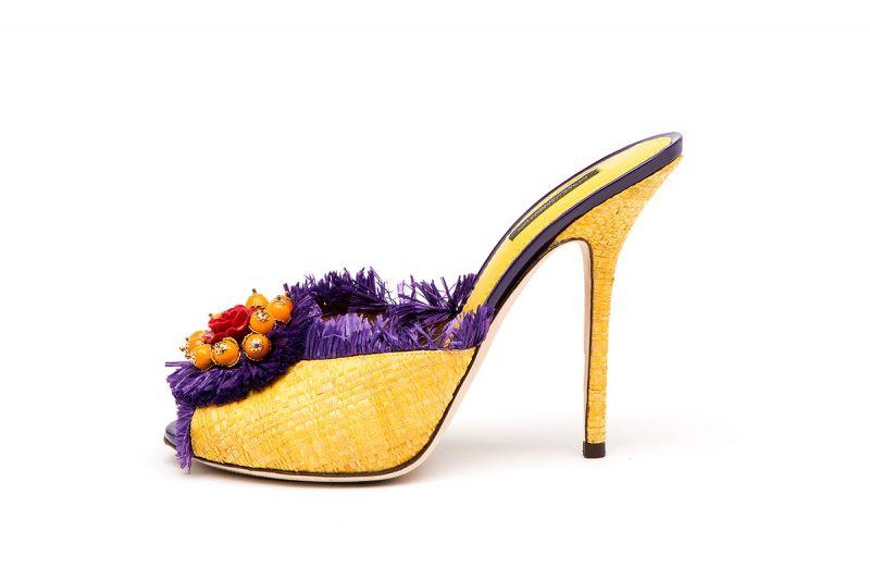 玫瑰花飾蓆編細節跟鞋,Dolce & Gabbana。