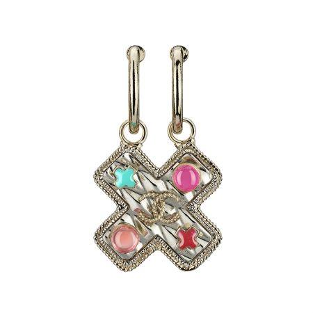 多彩圖案鑲飾十字單邊夾式耳環,Chanel,NT18,300。