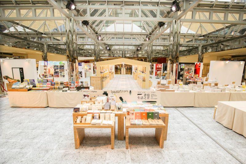 率先在香港登場的【書寫.生活之美】展,彙集展覽、限定概念店、寫畫教室等主題活動,已成為文具迷熱門話題。