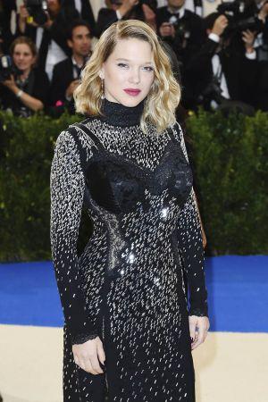 蕾雅·瑟杜(Léa Seydoux) 佩戴蕭邦Chopard珠寶,出席紐約大都會博物館時裝晚宴MET Gala