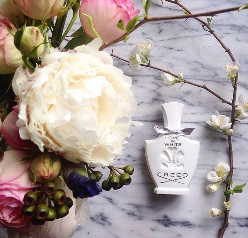 有著銀色小領結的「Love in White暮光」,後來也成為前第一夫人米雪兒歐巴馬的愛,有白宮香水之稱,清新乾淨如微風的氣息讓心靈隨風自由飛翔。