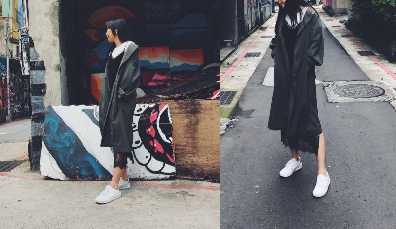 復古清新又簡約的百搭New Balance CRT300平日裝扮喜愛帶點英倫歐陸搭配風格的採訪小編,摩登感的裙裝是日常造型必備,軍裝長風衣X蕾絲長裙所營造出的層次落差視覺效果,穿上帶有濃厚文青復古感的CRT300鞋款,意外的將清新雅致的純白簡約鞋款穿出更多可能性,完美塑造一種瀟灑又甜美的女孩主張。
