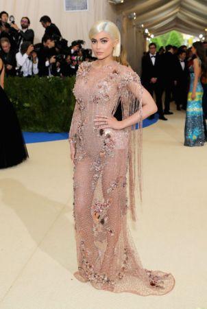 Kylie JennerIn Atelier Versace