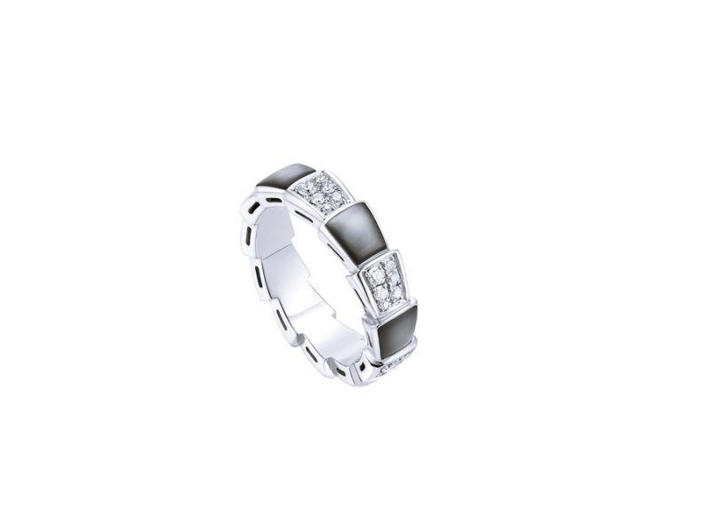 AN857900_BVLGARI SERPENTI VIPER RING 白K金珍珠母貝鑽石戒指,參考價格 約新台幣142,700元