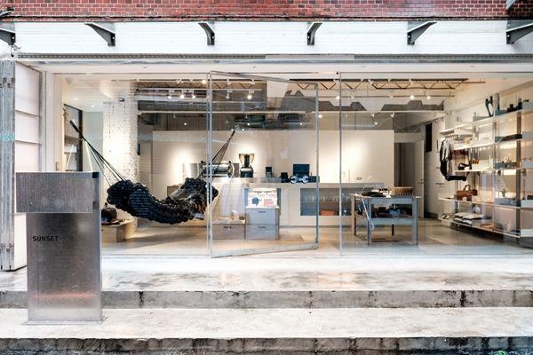 開幕剛滿兩週年的SUNSET,以「台灣設計,打造品味生活」為主題,推廣一系列富有設計理念、美感與實用性的台灣設計品牌。(時尚踩街地圖,精選台北100店)