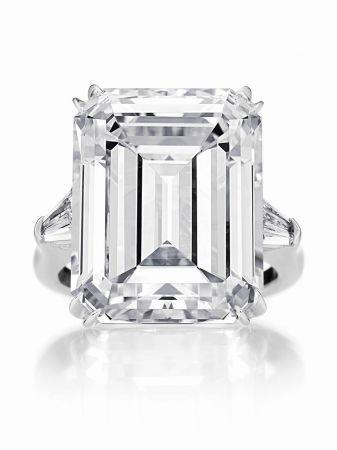 海瑞溫斯頓經典祖母綠型切工鑽石戒指