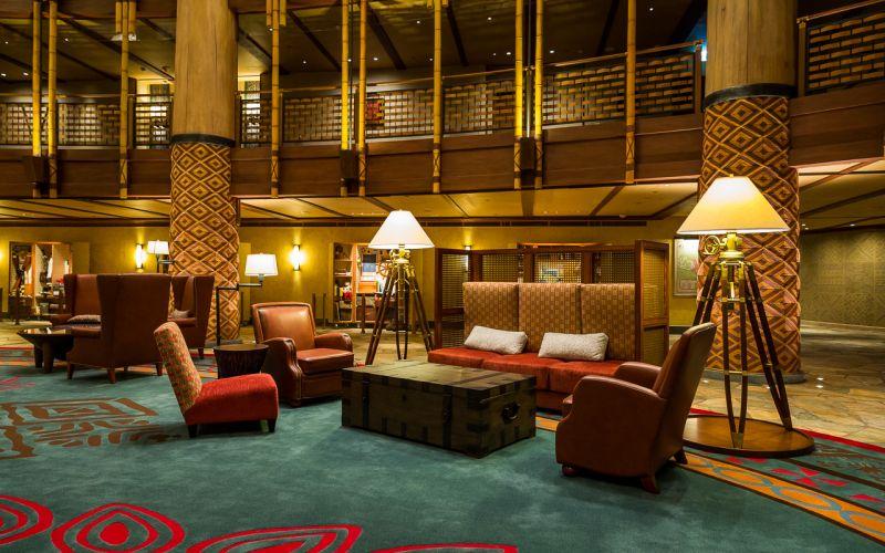 迪士尼探索家度假酒店大廳休憩座位也呼應探險主題