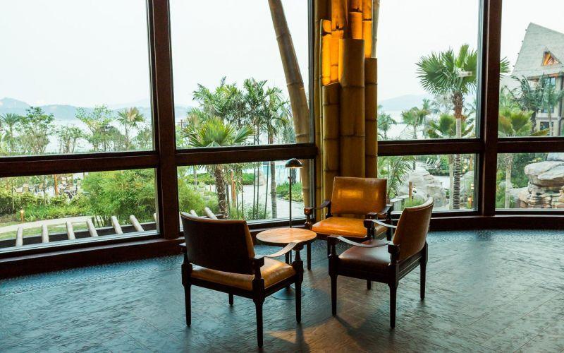 大廳休憩座位能夠一覽寬闊海景