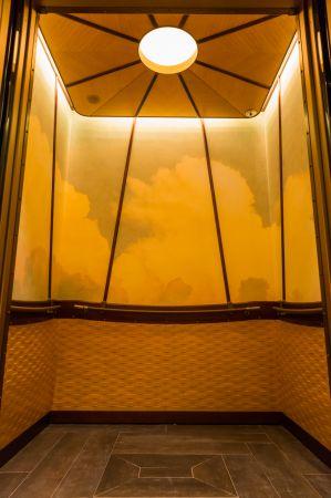 走進酒店電梯如搭乘熱氣球的體驗