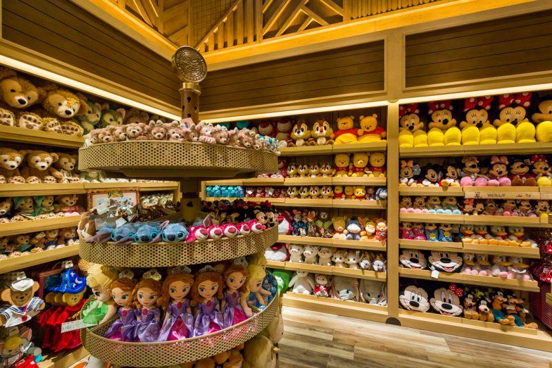 叢林商店裡販賣為數眾多的迪士尼角色玩偶