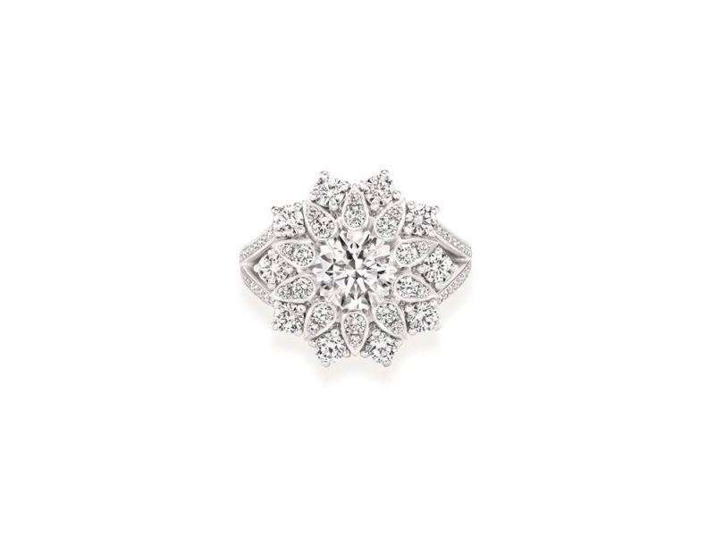海瑞溫斯頓Lotus Cluster系列鑽石戒指