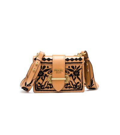 棕色刺繡 Cahier 肩背包,Prada。