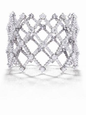 海瑞溫斯頓Lattice鑽石手環總重約26.41克拉,悉心鑲嵌於鉑金底座。