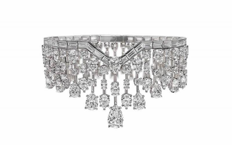 海瑞溫斯頓Mrs. Winston 鑽石手鍊總重約45.05克拉,悉心鑲嵌於鉑金底座。