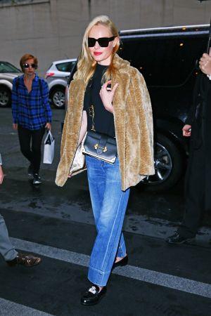 Kate Bosworth肩背Prada Cahier金屬鑲邊包$100,500