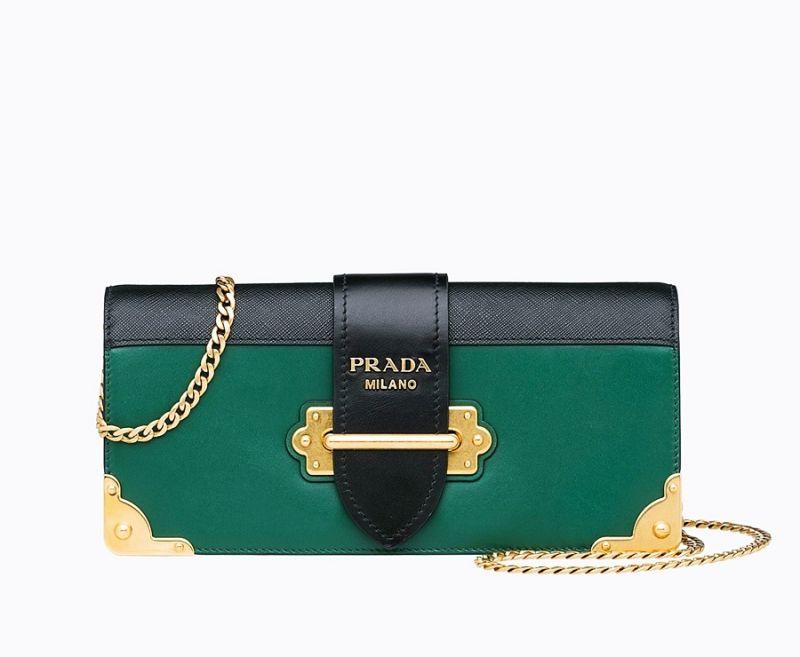 Prada 天鵝絨金屬鏈袋Cahier 包$ 76,500