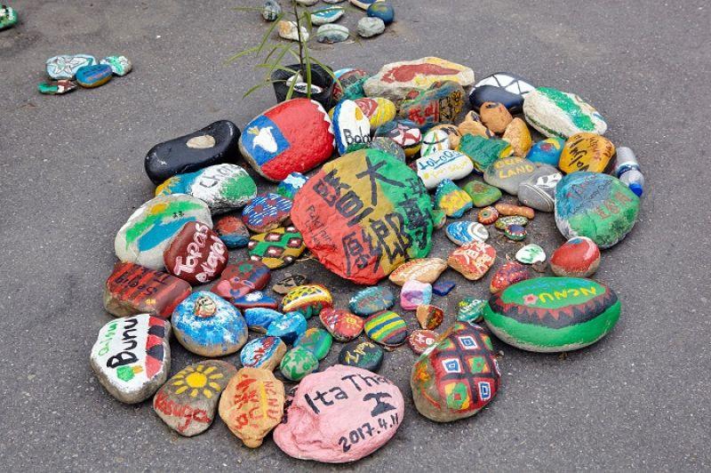 每顆石頭,都畫著對這塊土地的期盼與夢想